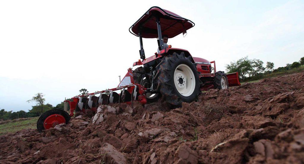 مزایای استفاده از تراکتور در کشاورزی